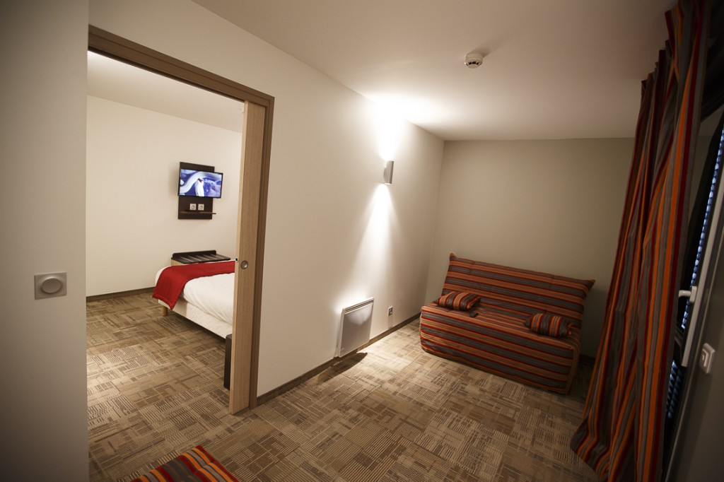 HOTEL AKENA BEZANNES