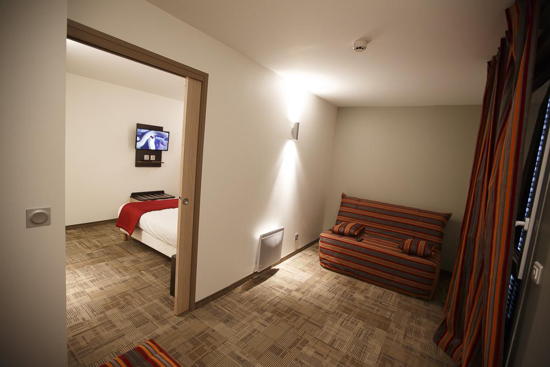 hotel akena vous apporte son savoir faire pour hotel bezannes ainsi que chambre d 39 hotel reims. Black Bedroom Furniture Sets. Home Design Ideas